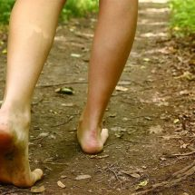 Scientists Explain What Happens To Your Body When You Walk Barefoot